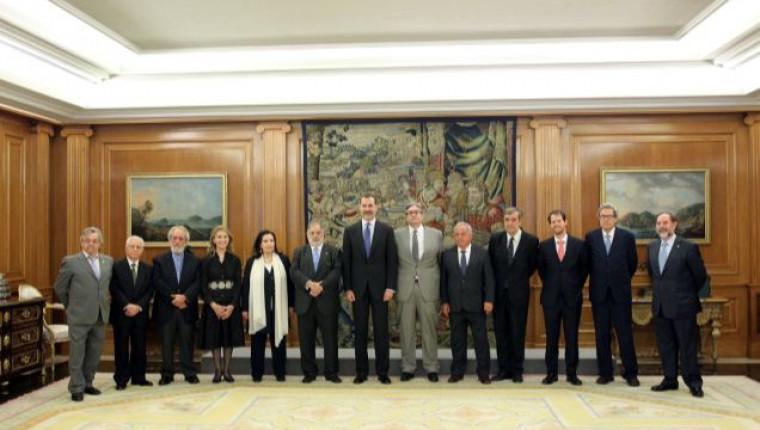 Audiencia  de S.M a la Junta Directiva de la Asociación de Escritores y Artistas Españoles (AEAE)